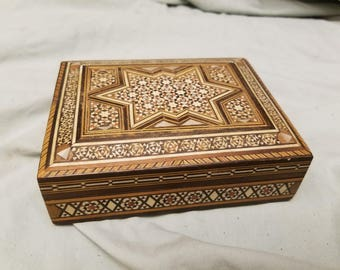 Very nice Inlaid wood/mother of Pearl Trinket box Very detailed and ornate inlay on inside too