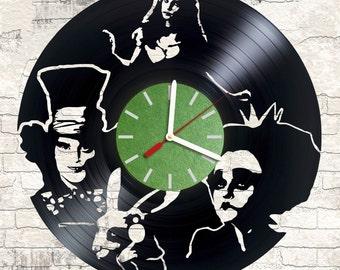 Vinyl wall clock Alice in Wonderland