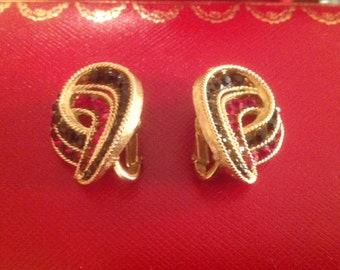 Vintage TRIFARI Red & Black Rhinestone Clip Earrings ... Circa 1960 ... Beautiful!