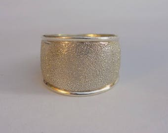 Beautiful etched finish sterling silver ring size 7.5