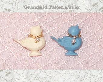 Resin Bird Brooch with Golden Chain (Fresh Cream/Baby Blue)