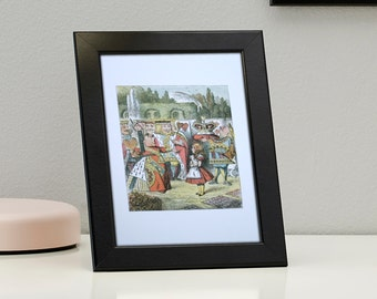 Alice in Wonderland Framed Genuine Postcard The Queen Points At Alice Frame, XS274