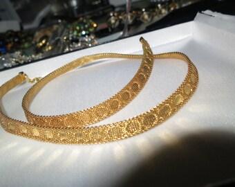 Lovely vcintage 1960s flat goldtone mesh choker necklace