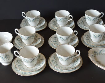 "ROYAL STANDARD ""GARLAND"" Bone China 28 Piece Tea Set Lovely Condition"