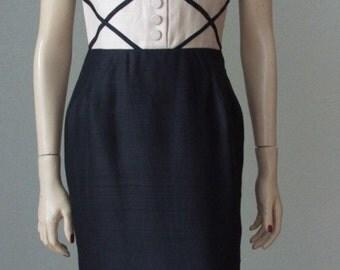 Super Chic 1950s wiggle dress