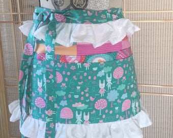 half apron, vendor apron, 6 pocket apron, ruffled apron