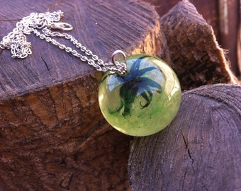 Charming green dandelion in the resin, glass dandelion, dandelion color, dandelion pendant, dandelion necklace, pendant bright