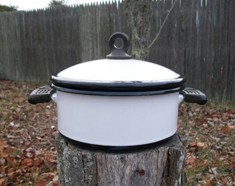Vintage Rustic MEMCO Black and White Enamelware Dutch Oven Bakelite Handles 2 Quart Farmhouse Style Cottage Chic