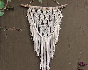 Macrame Wall Hanging / Boho Wall Hanging / Macrame Tapestry / Wall Tapestry  / Macrame Wall Tapestry