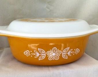 Vintage Pyrex Butterfly Gold 043 Casserole & matching milk glass Lid