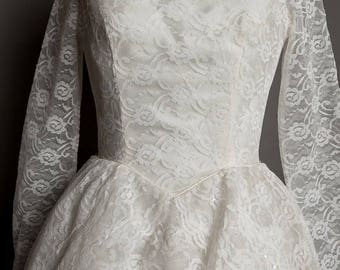 Gorgeous 1950's vintage, long sleeve, lace wedding dress. Full skirt with several layers of net, classic 50's style - it's  the cutest dress