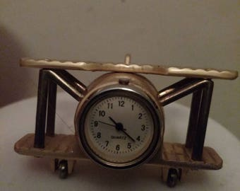 Airplane quartz desk clock