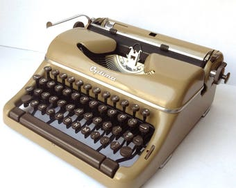 Optima Elite Manual Portable Typewriter