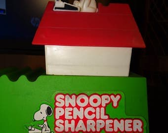 SNOOPY PENCIL SHARPENER issued in 1968 by United Feature Syndicate Famous Peanuts Dog Character from Charlie Brown Series * Read description
