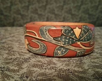 Vintage Wood Hand Painted Bangle Bracelet /Old Family Collectable / Free Shipping