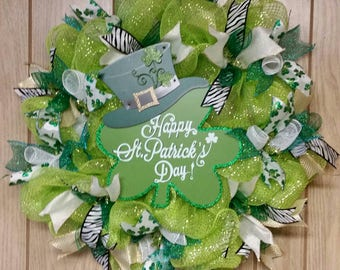 "25"" cute St Patricks wreath.  A beautiful decor  for your door!"