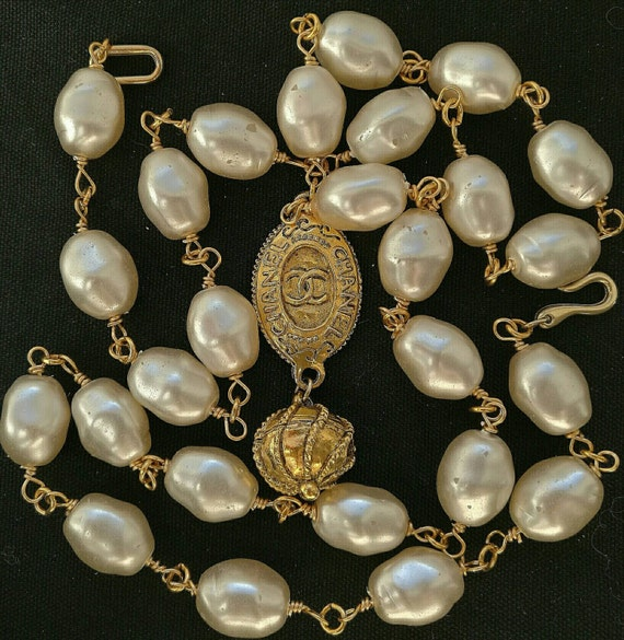 Vintage large glass baroque pearl beads collier / necklace with a very large designer connector
