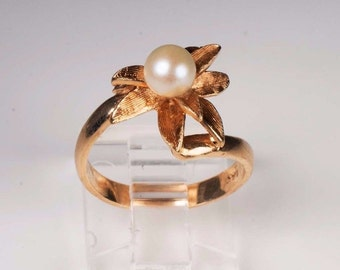 14K Yellow Gold Pearl Ring , Size 6.25