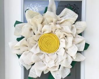 Burlap Daisy Wreath // Spring Decor // Front Door Decor