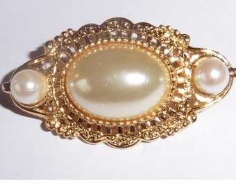Vintage gold plated faux pearl brooch
