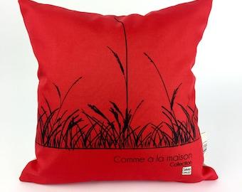 Decorative cushion / red cushion / ground natural wheat /coussin washable/Saint-John-on-Richelieu/Quebec /.