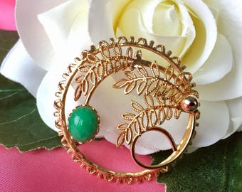 Vintage Gold Tone Wreath Brooch, Vintage Gold and Green Brooch, Vintage Wreath Pin