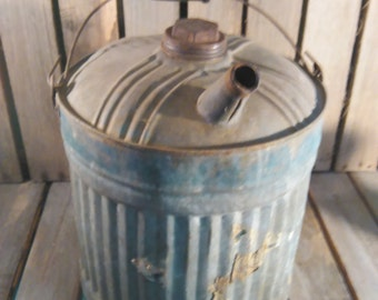 Vintage Gas Can/Metal Gas Can/Old Gas Can/Gas Can/Vintage Metal Can/Metal Oil Can/Old Gas Cans/Cans Vintage/Yard decor/Metal Can/Gas Cans/