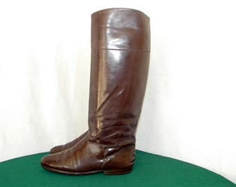 Sz 7 Vintage tall brown Patent leather 1970s Italian made Charles David Women flat riding boots.