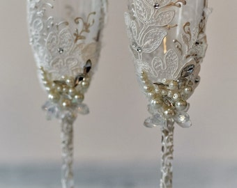 Personalized wedding flutes Wedding champagne glasses Toasting flutes Champagne flutes ivory pearl rustic champagne flutes wedding set of 2