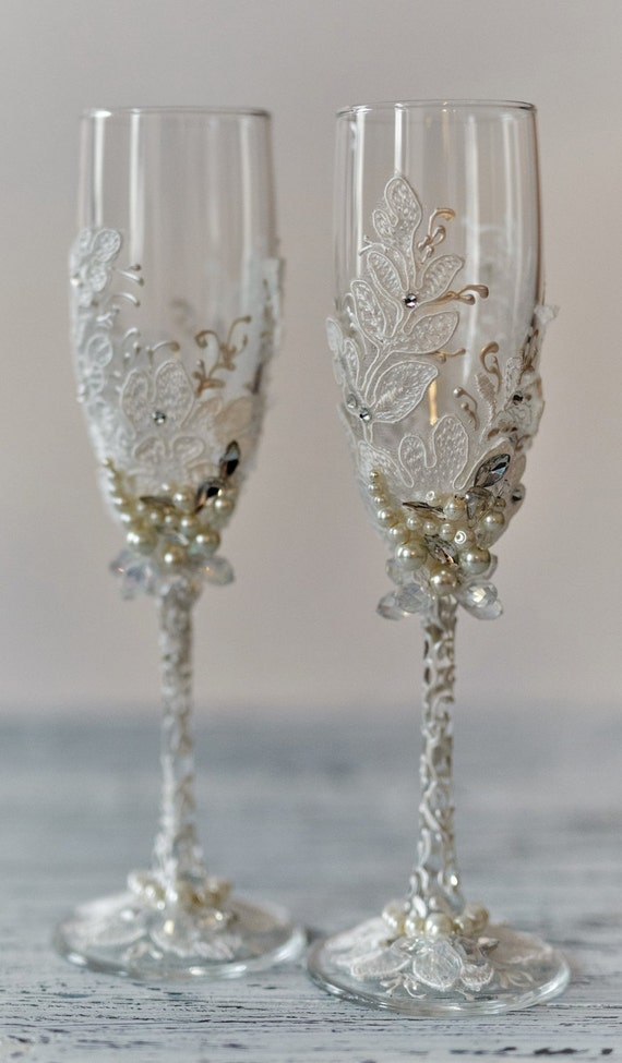 personalized wedding flutes wedding champagne glasses toasting. Black Bedroom Furniture Sets. Home Design Ideas