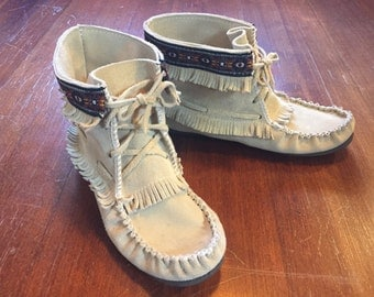 High-Top Women's Vintage Leather Moccassin