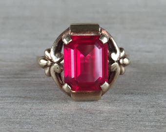 Synthetic ruby vintage ring in yellow gold