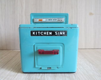 Vintage metal dolls house sink. Dolls house kitchen furniture. Unique and collectable. Free shipping to UK