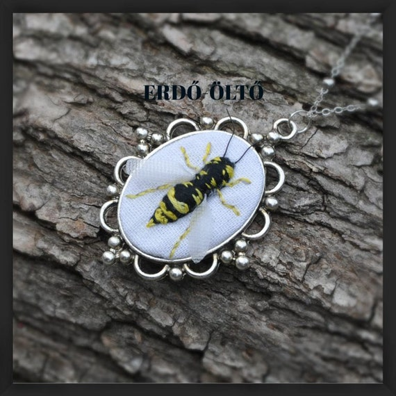 Hand-embroidered necklace with a 3d wasp