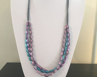Three tone metallic beaded necklace
