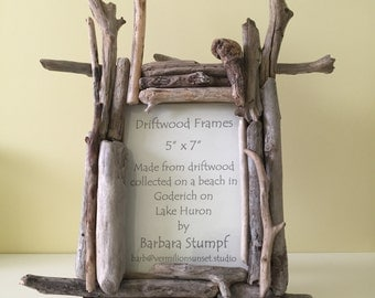 Driftwood Vertical Frame for 12.7x17.8 cm/5x7 in Photographs