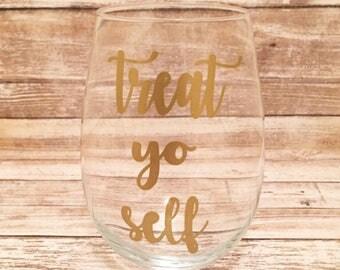 Treat Yo Self Wine Glass, Treat Yo Self, Birthday Gift, Mother's Day, Bridesmaid, Friend Gift, Funny Wine Glass, Just Because