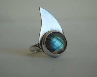 950 silver ring with labradorite stone