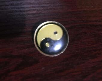Chinese Yin Yang Sign Pin/Badge