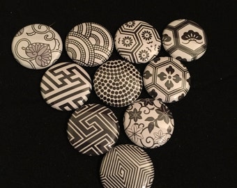 Black and white magnetic knitting pins