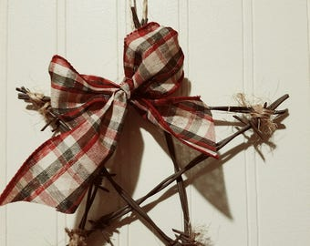 Barbed wire star; rustic star; barbed wire decor; farmhouse decor; rustic decor; wall hanging
