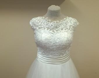 Vintage lace soft tulle wedding dress
