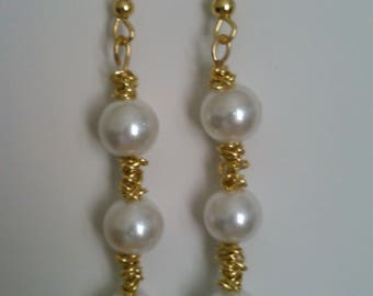 Elegant pearl and gold chain earrings