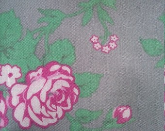 One Fat quarter//100% cotton//quilting fabric//grey//green//pink//quilt//patchwork//rose//flower