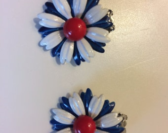 Vintage enamled metal Daisy ClipOn Earrings
