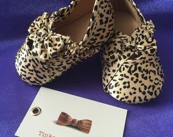 ON SALE..Age 0-6 months leopard print crib pre-walker shoes