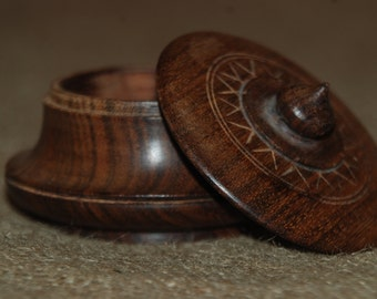 Handcarved 'Mango' Pot with Lid