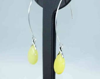 Earrings made of sterling silver with dangling tear of yellow jade