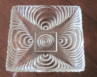 Vin. Set of 2 Clear Square Glass Swirl Dishes