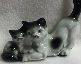 Mom and Kitten Cat Figurine (#009)